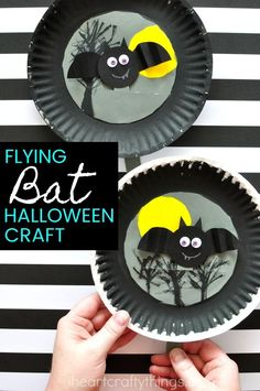 This fun Halloween bat craft is great for a Halloween party or for preschool and kindergarten.