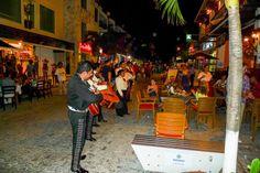 Mariachis @ La Quinta Avenida #5thAvenue #PlayaDelCarmen #RivieraMaya