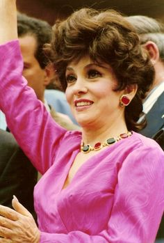 Gina Lollobrigida at the 1991 Cannes Film Festival. Image by Georges Biard. This file is licensed under the Creative Commons Attribution-Share Alike Unported license. Gina Lollobrigida, Donna Mills, Rome, Malia Obama, Stylish Older Women, Cultura General, Beautiful Old Woman, Pretty Woman, Katheryn Winnick