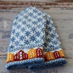 Trondheim mittens pattern by Sofia Kammeborn Mittens Pattern, Knit Mittens, Knitted Gloves, Knitting Projects, Knitting Patterns, Crochet Patterns, Ravelry, Trondheim, Sewing Studio