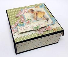 Accordion Mini Album in a Box with Graphic 45 - Einat Kessler Mini Photo Albums, Mini Albums Scrap, Mini Scrapbook Albums, Diy Mini Album, Mini Album Tutorial, Scrapbook Recipe Book, Paper Punch Art, Creative Box, Memory Album