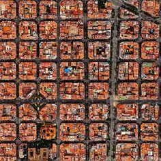 Barcelona. Spain. Uno scorcio della magica Diagonale che solca il cuore geometrico di Barcelona. Tra le opere di Gaudì, si dividono piccoli localini e angoli glamour per vivere a pieno la cittadina spagnola. Ricordo di un viaggio. Barca. October 2015