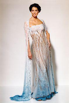 bf9b00a3847f 393 nejlepších obrázků z nástěnky Luxusní šaty Blanky Matragi ...
