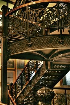 Famous Staircases of Chicago's Monadnock Building: World's First Skyscraper
