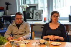 Kaijus Ervasti ja Reija Knuutila kuuntelemassa hankkeen ensimmäisen kvartaalin aikaansaannoksia. Reija vetäytyi huhtikuun lopussa äitiyslomalle.