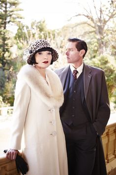 Essie Davis as Phryne Fisher and Nathan Page as Jack Robinson in Miss Fisher's Murder Mysteries- fabulous costumes! 20s Fashion, Fashion Mode, Vintage Fashion, Miss Fisher, 1920s Flapper, 1920s Hats, Murder Mysteries, Roaring Twenties, Smallville