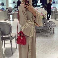 Ah ah ah.. she's trying on different bags. But what I actually find attractive here is her abaya :)