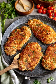 Golden Parmesan Crusted Chicken - tender chicken cutlets coated in parmesan, breadcrumbs, seasoning, and pan-fried until perfectly golden. #slimmingworld #weightwatchers #chicken #parmesan #cutlets