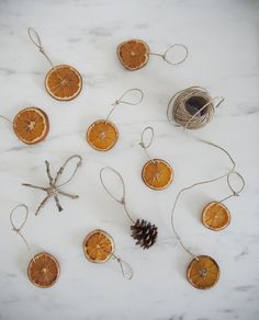 That Scandinavian Feeling - Nordic design & hygge - Part 2 White Baubles, Dried Oranges, Nordic Design, Zara Home, Christmas Decorations, Things To Come, Diy Projects, How To Make, Crafts