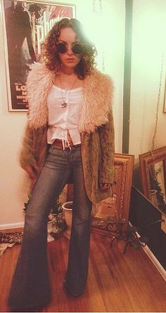 37 Iconic Costumes to Inspire Your Halloween Plans Penny Lane Halloween-Kostüm Retro Halloween, 70s Halloween Costumes, 70s Costume, Cute Halloween Costumes, Vampire Costumes, Spooky Halloween, Disco Costume Diy, Diy Hippie Costume, Nerd Costumes