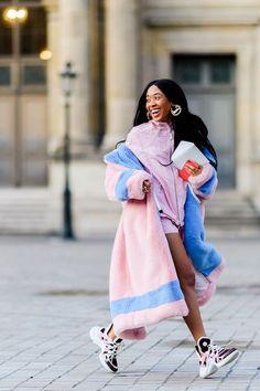 Best Street Style at Paris Fashion Week Fall 2019 - Outfit Inspiration Paris Fashion Week Street Style Edgy, Looks Street Style, Cool Street Fashion, Fashion Week Paris, Fall Fashion Week, Autumn Fashion, Black Girl Fashion, Look Fashion, New Fashion