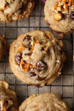 Super delicious - Sea Salt Butterscotch Pretzel Cookies are my new salty/sweet obsession! Browned Butter adds depth to the flavor while the butterscotch and chocolate chips keep things perfectly sweet! Dessert Oreo, Coconut Dessert, Brownie Desserts, Mini Desserts, Just Desserts, Delicious Desserts, Dessert Recipes, Dessert Chocolate, Fall Desserts
