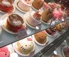 hello kitty cakesomg i want to go to this store