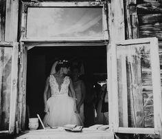 Almost ready :) #wedding #bohowedding #barnwedding #sukniaślubna #milosc #vail #lacedress #laceweddingdress #wesele2016 #lookoutthewindow #almostready #readytowed #whitedress #pannamloda #bridezilla