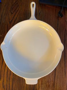"""White le creuset Pan: Le Creuset Enameled Cast Iron Skillet, 12"""" across, 2""""deep, #30, double pour. Type: 12"""" Cast Huge and heavy cast iron skillet. The pan is enameled inside and out, spouted on both sides, and has a tab across from the handle to facilitate lifting. It is solid cast iron. This pan is in like new condition with some surface wear (see photos) and NO discoloration. There are NO chips in the enamel- there is a small gash in the enamel that doesn't reveal any iron, and two pin… Creuset Pan, Le Creuset Cookware, Enameled Cast Iron Skillet, How To Raise Money, Wok, Kitchen Dining, Serving Bowls, Chips, It Cast"""
