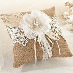 Romantisch kussentje voor je trouwringen #trouwringen #bruiloft