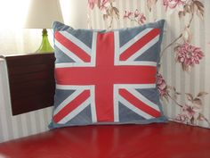 Almofada tema Inglaterra, feita de jeans colorido!!!