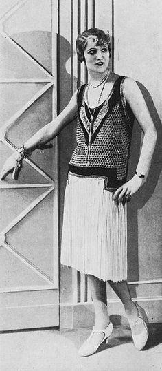 """Les Modes (Paris) January 1928 """"Isis"""" Robe du soir par Jean Magnin"""