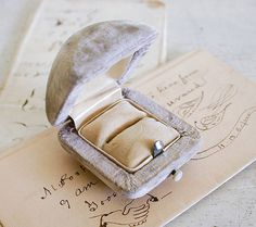 Vintage Engagement Ring Box - Velvet with Mother of Pearl