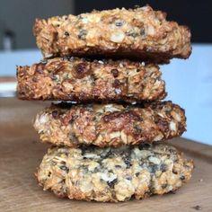 """Thibault Geoffray #90DayLC on Instagram: """"Cookies protéinés aux graines de chia 🤩 Simple, rapide et délicieux!! TAG un ami pour goûter cette recette fit!! 💪🏼 ~ Ingrédients pour 3 /…"""" Cas, Cookies Light, Dessert Bread, Beignets, Cookies Et Biscuits, Fitness Nutrition, Brunch, Food And Drink, Pork"""