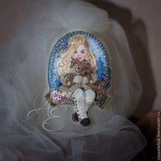 "Вышитая брошь ""Girl with teddy bear"" - Елена Щербинская (AE) - Ярмарка Мастеров http://www.livemaster.ru/item/7738435-ukrasheniya-vyshitaya-brosh-girl-with-teddy"