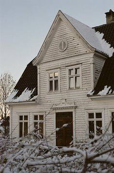 Swedish farm house. this but red and white