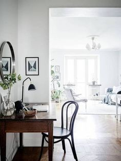 Cozy home with a vintage touch Cozy home with a vintage touch via Coco Lapine Design The post Cozy home with a vintage touch appeared first on Flur ideen. Cozy home with a vintage touch - via Coco Lapine Design Minimalist Apartment, Minimalist Home Decor, Minimalist Design, Minimalist Painting, Minimalist Interior, Sweet Home, Vintage Home Decor, Diy Home Decor, Vintage Furniture
