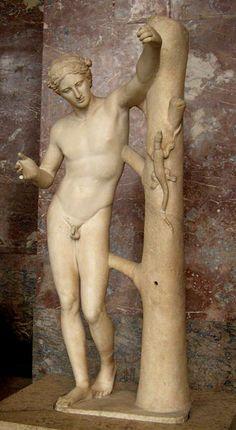 """""""Apollon sauroctone"""", représentant peut-être le meurtre du serpent Python - Les sauroctones (littéralement tueur de lézard) sont des personnes ayant chassé, tué, soumis ou dompté des reptiles, dragons, vouivres, cocatrix, etc. - Copie romaine du Ier ou IIe siècle d'après un original grec datant du IVe siècle avant notre ère - Musée du Louvre."""