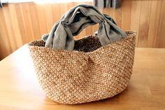 """リネンの持ち手のかごバッグ - Knit Studio """"Ha-Na"""" Shop 「エコアンダリヤで編む バッグ・帽子・アクセサリー」http://www.amazon.co.jp/dp/4529050580"""
