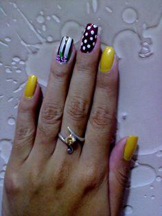 Amarillo, duquesa, perla con franjas negras y flores moradas y vino tinto con puntos blancos