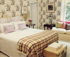 rita-konig-cole-and-sons-madras-violet-apartment-london-1