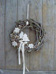 Use materials from nature to make one of these 8 models of Christmas wreaths! - Crafts - Tips and Crafts - Berthe Nic. - Use materials from nature to make one of these 8 models of Christmas wreaths! – Crafts – Tips a - Noel Christmas, Rustic Christmas, All Things Christmas, Winter Christmas, Xmas Wreaths, Wreaths Crafts, Christmas Crafts, Christmas Ornaments, Diy Wreath