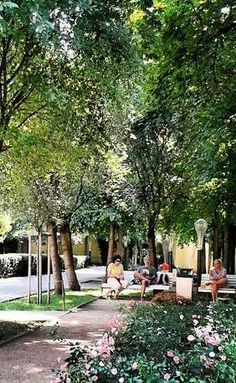 Frantiskanska Zahrada is a little pocket of green in Prague's busy central districts. Perfect place to go chill!