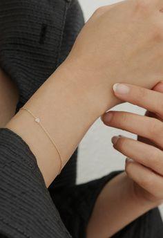 Minimal diamond bracelet by Vrai & Oro.