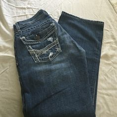 MENS BKE JUSTIN Men's BKE Justin size 30/34 some fraying on cuffs has a missing button on back  right pocket. Manufacture distressing. BKE Jeans