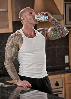 Muscle & Fitness' Senior Science Editor Jim Stoppani gives a crash course on what whey protein powders really pack a punch Fast Workouts, Fitness Workouts, Nutrition Resources, Best Protein Powder, Pre Workout Supplement, Plant Based Nutrition, Raining Men, Muscle Fitness, Eat Right