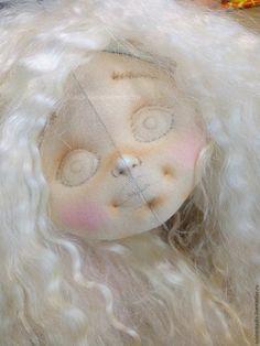 inicio de la pintura sombras y luces a la muñeca de tela 4.