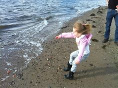 @leeannward: #PictureThisTPE come rain or shine we love skimming stones at the beach!