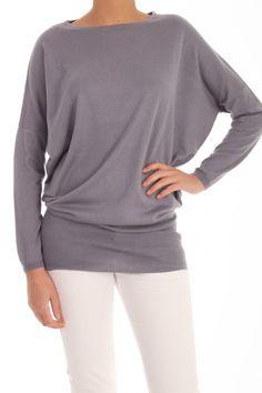 Deze tuniek of pullover van Patrizia Pepe is 55% zijde en 45% cashmere. De fit is ruim met een strakke band rond de heupen. Het materiaal is superzacht, dit maakt deze trui je favoriete basic. Oversized pullover Patrizia Pepe BM2831 AQ01