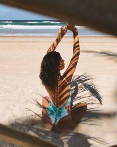 Beach Poses - Fushion News Beach Photography Poses, Beach Poses, Summer Photography, Levitation Photography, Exposure Photography, Poses For Photos, Photo Poses, Summer Pictures, Beach Pictures