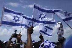 Israel celebra os 65 anos da criação do Estado judeu - http://revistaepoca.globo.com//Sociedade/fotos/2013/04/fotos-do-dia-16-de-abril-de-2013.html (Foto: EFE/Abir Sultan)