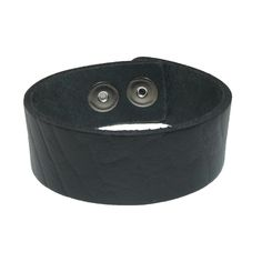 This great quality leather bracelet is made with pride in the USA of 100% leather. It features a multi snap closure to form an 8 1/2 inch bracelet or a 7 1/2 inch bracelet. The classic styling is great to wear alone or layered with other bracelet for a modern look.