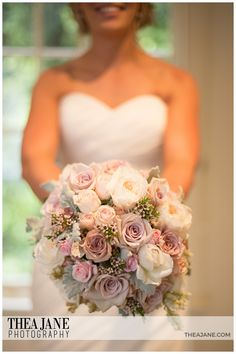 Gorgeous Metallina roses, mixed with David Austin roses, spray roses, andromeda and geraldton wax. Photography by Thea Jane.