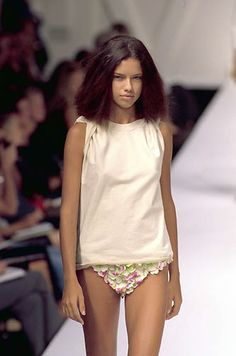 ADRIANA LIMA ( VERY YOUNG )