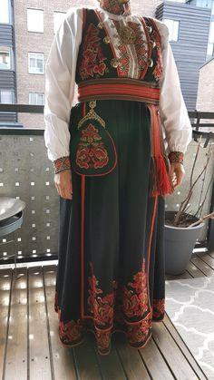 Bunad fra Øst-Telemark | FINN.no Norwegian Clothing, Traditional Fashion, Kimono Top, Sari, Culture, Folklore, Norway, Vacation, Clothes