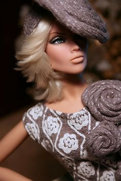 Our wood barbie dolls residential home collection has got a series of different varieties and sizes, our timber toy dolls holds are divinely illustrated inside and out. Fashion Dolls, Fashion Royalty Dolls, Moda Fashion, Fashion Art, Beautiful Barbie Dolls, Pretty Dolls, Barbie I, Barbie World, Diva Dolls