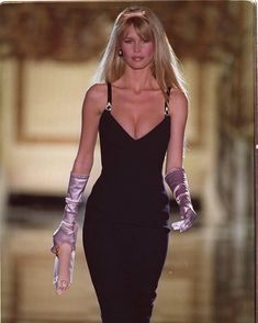 Claudia for Gianni Versace Runway Fashion Outfits, 90s Fashion, Couture Fashion, Fashion Models, High Fashion, Vintage Fashion, Fashion Trends, 90s Models, Vintage Glam