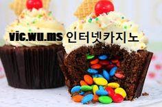Pinata cupcakes - Im gonna use mini m&m's for these. So awesome - candy and cupcakes. Pinata Cupcakes, Cookies Cupcake, Cupcake Cakes, Pinata Cake, Filled Cupcakes, Yummy Cupcakes, Yummy Treats, Sweet Treats, Yummy Food