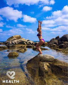 Summer vibes... Yoga everywhere!  #2HealthApp #yoga #yogaeverywhere #sea #beach #wellness #health #yogagirl #happy #beachyoga