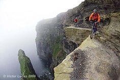 On the edge mountainbiking